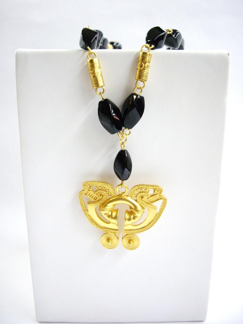 Collar de onix y pechera - Precolumbian onix necklace and chest piece