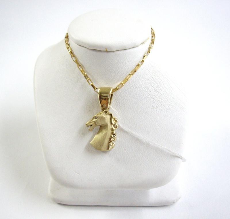 Cadena y dije de caballo - Gold chain and horse charm